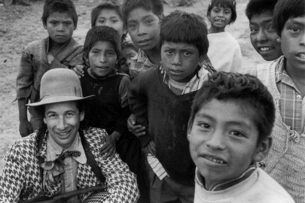 Chiapas 1998 - a clown and children