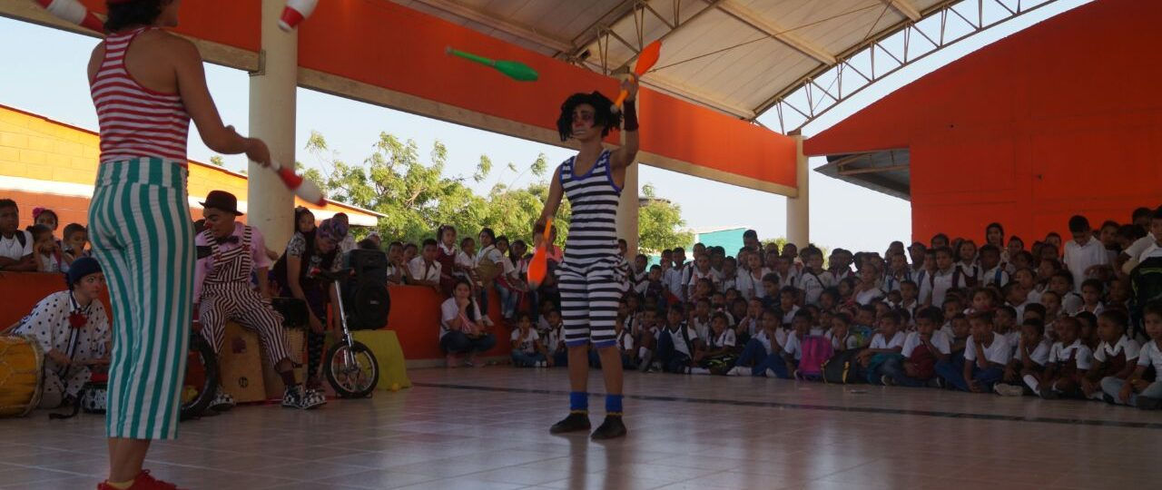 Clowns juggle clubs in Colombia
