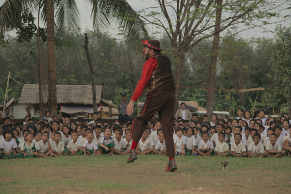 Andres performs for rows of laughing kids